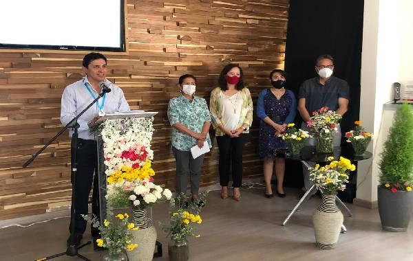 El presidente de FEICOBOL, Antonio Torrico (izq.), en el lanzamiento de la Feria Virtual de la Mujer